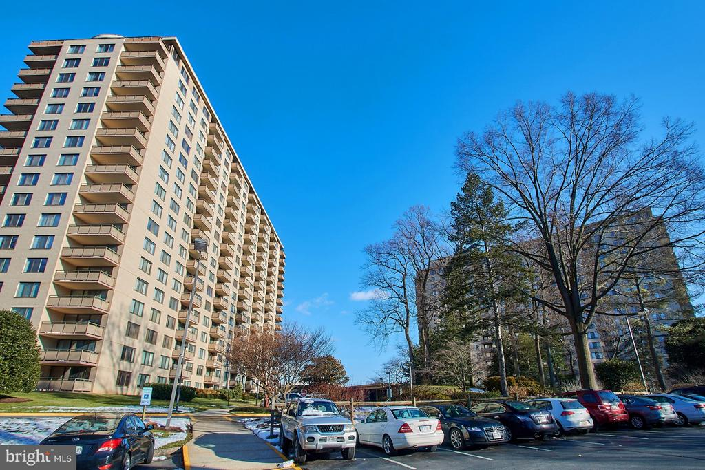 - 5225 POOKS HILL RD #1514N, BETHESDA