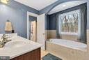 Ensuite master bath boasts a jetted tub - 57 APPLEJACK, HARPERS FERRY