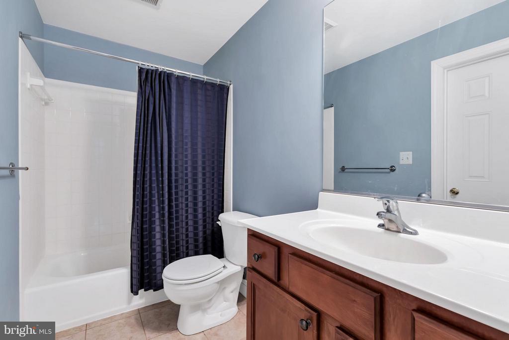 Dual entry hall bath - 57 APPLEJACK, HARPERS FERRY