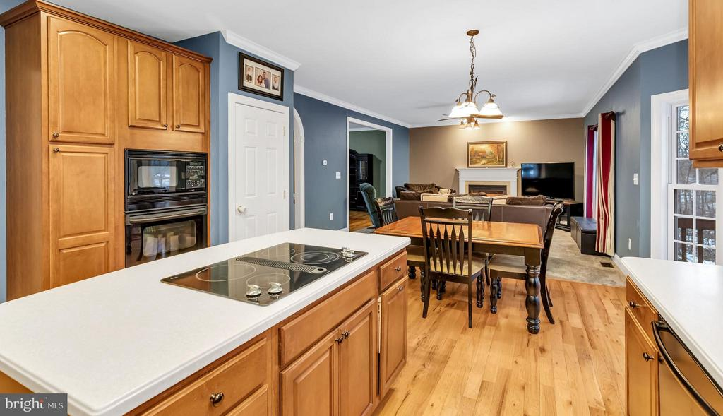 Convenient  island with cooktop, double wall oven - 57 APPLEJACK, HARPERS FERRY
