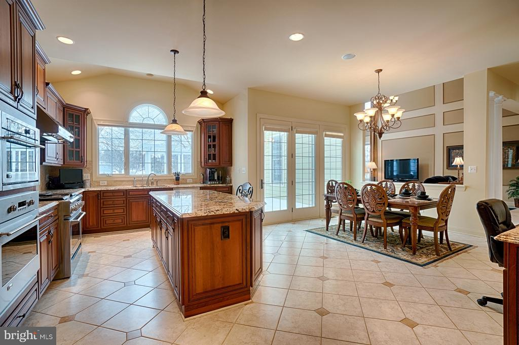 Kitchen view - 14786 BANKFIELD DR, WATERFORD