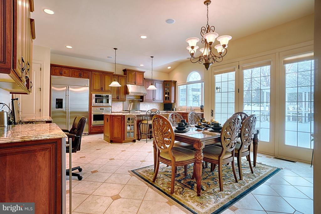 Dining area in kitchen opening to deck - 14786 BANKFIELD DR, WATERFORD