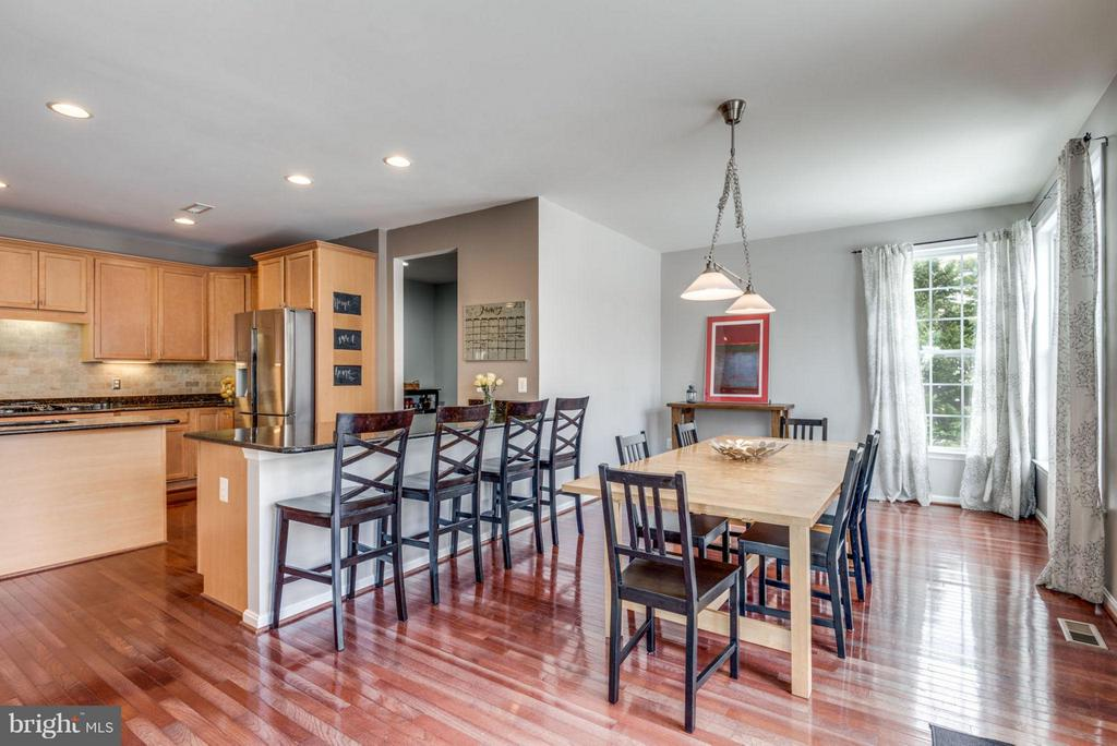 Breakfast bar and breakfast room-so much room! - 21584 BURNT HICKORY CT, BROADLANDS