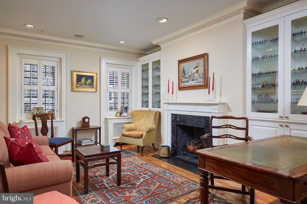 First floor parlor or library - 2019 Q ST NW, WASHINGTON