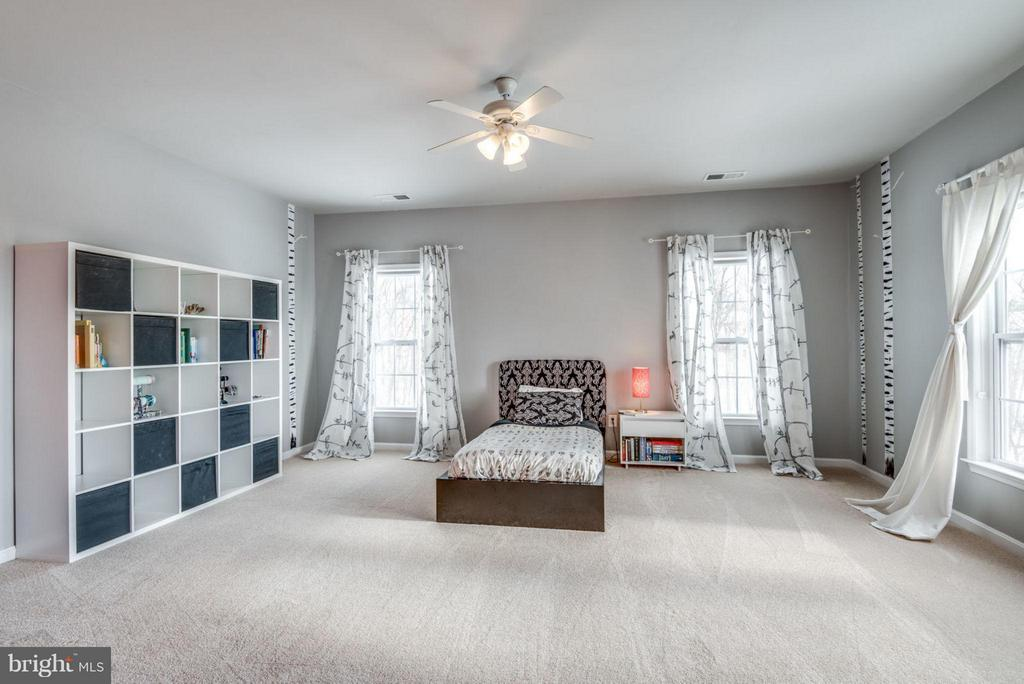 Guest rooms are all spacious. - 21584 BURNT HICKORY CT, BROADLANDS