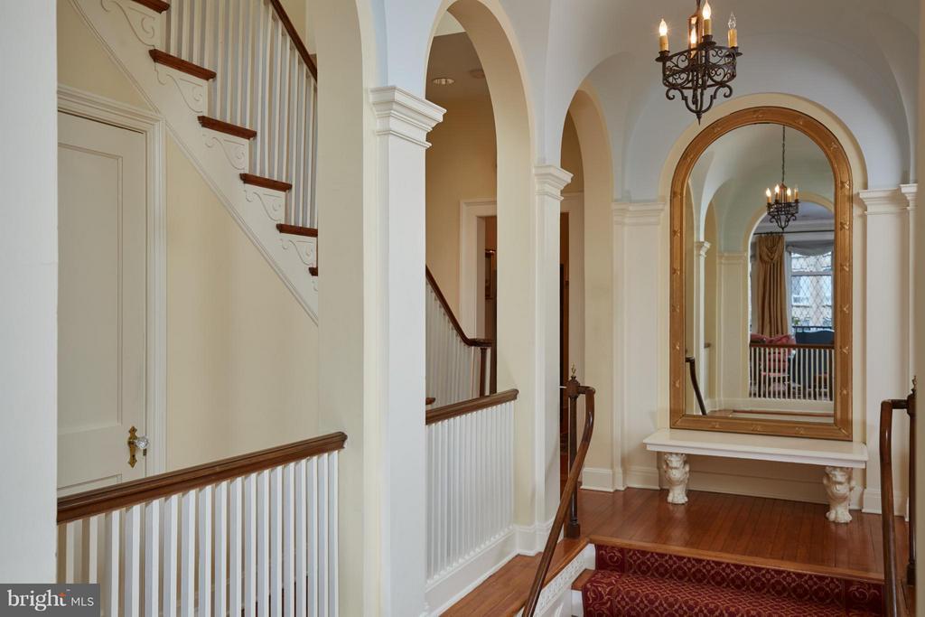 Original mirror at top of stairs - 2019 Q ST NW, WASHINGTON