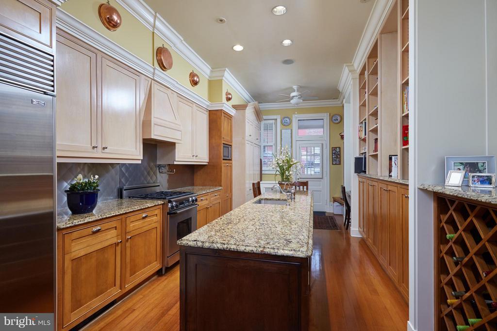 Center island Kitchen - 2019 Q ST NW, WASHINGTON