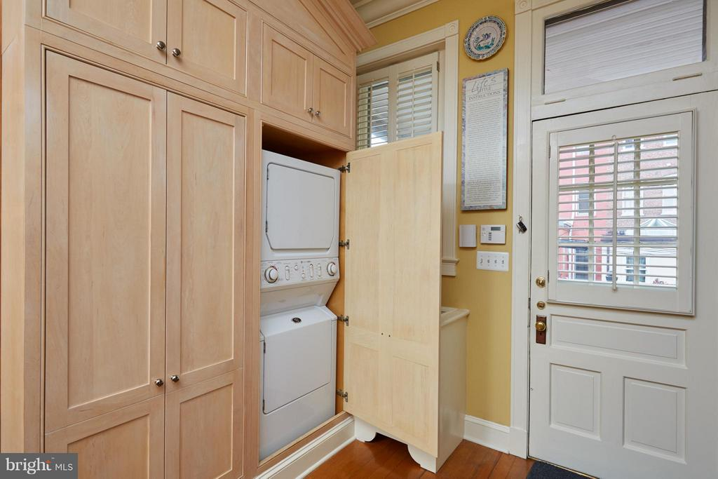 Washer Dryer in kitch & door to deck - 2019 Q ST NW, WASHINGTON