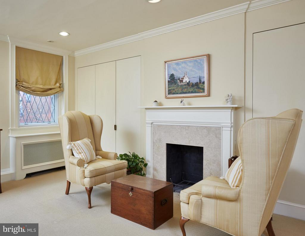 Master Bedroom with decorative fireplace - 2019 Q ST NW, WASHINGTON