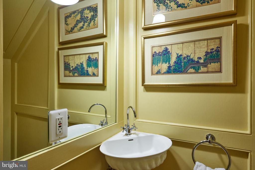 Main level Powder Room - 2019 Q ST NW, WASHINGTON