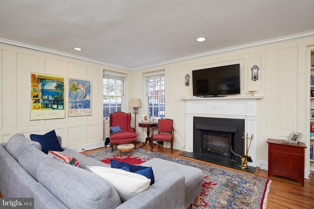 Apartment Living Room - 2019 Q ST NW, WASHINGTON
