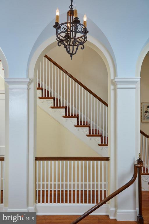 Detail of arched hallway - 2019 Q ST NW, WASHINGTON