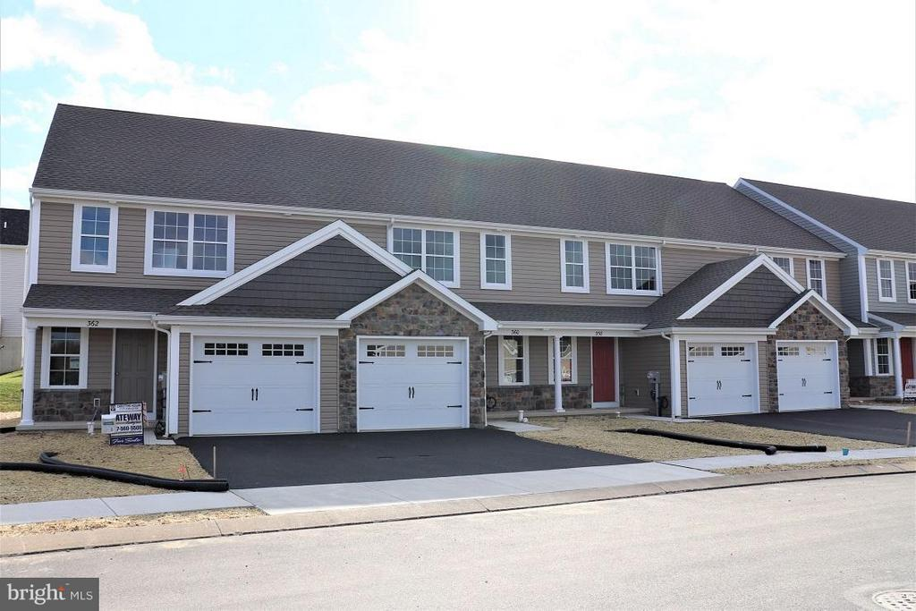358  CEDAR HOLLOW   78, Manheim, Pennsylvania