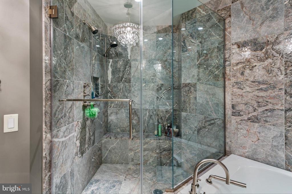 Master bathroom - 1881 N NASH ST #704, ARLINGTON