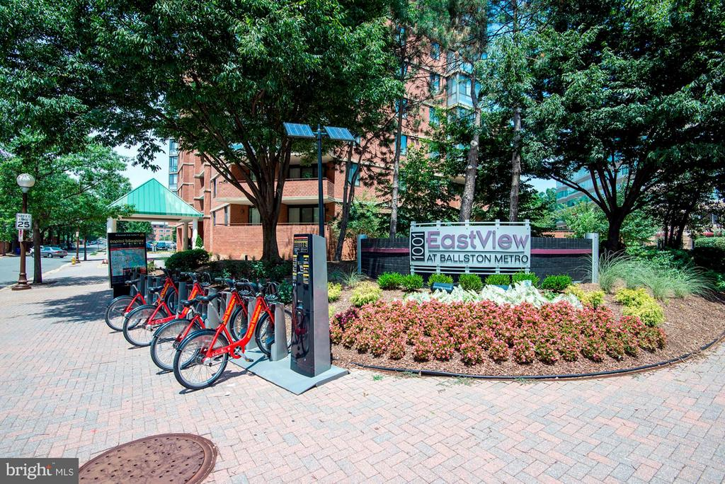 Capital Bike Share is steps from building! - 1001 N RANDOLPH ST #106, ARLINGTON