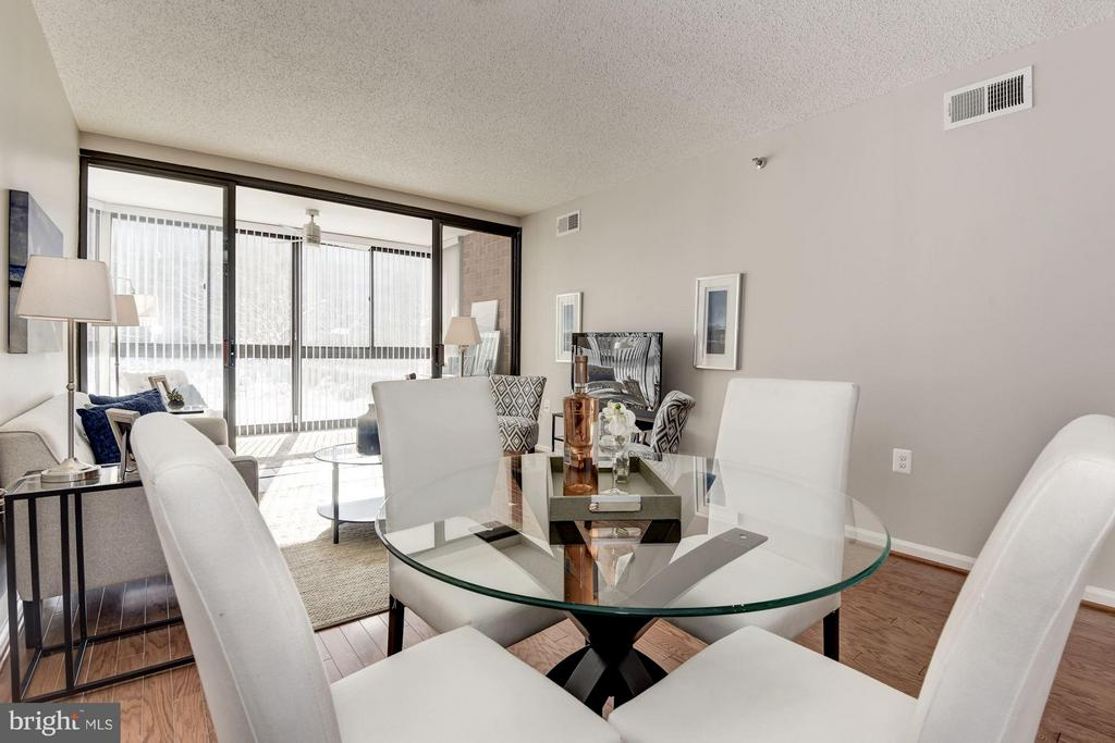 Dining Room opens beautifully to Living Room! - 1001 N RANDOLPH ST #106, ARLINGTON