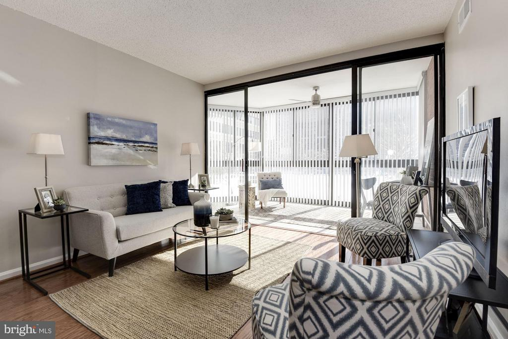 Living Room with gorgeous wall of windows! - 1001 N RANDOLPH ST #106, ARLINGTON