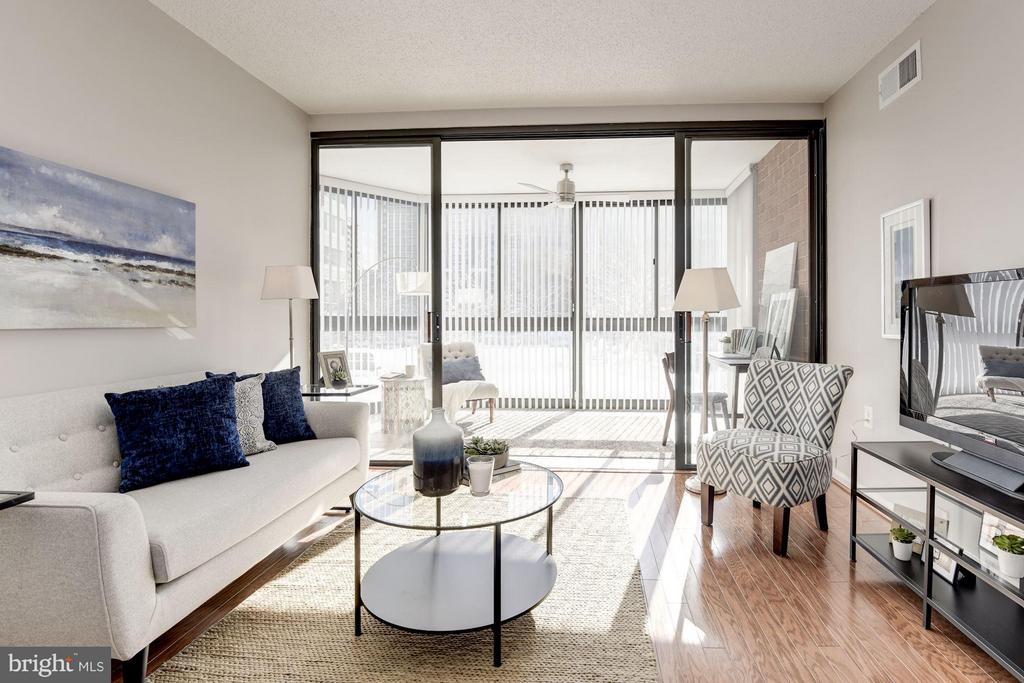 Living Room opens beautifully to BONUS Sunroom! - 1001 N RANDOLPH ST #106, ARLINGTON