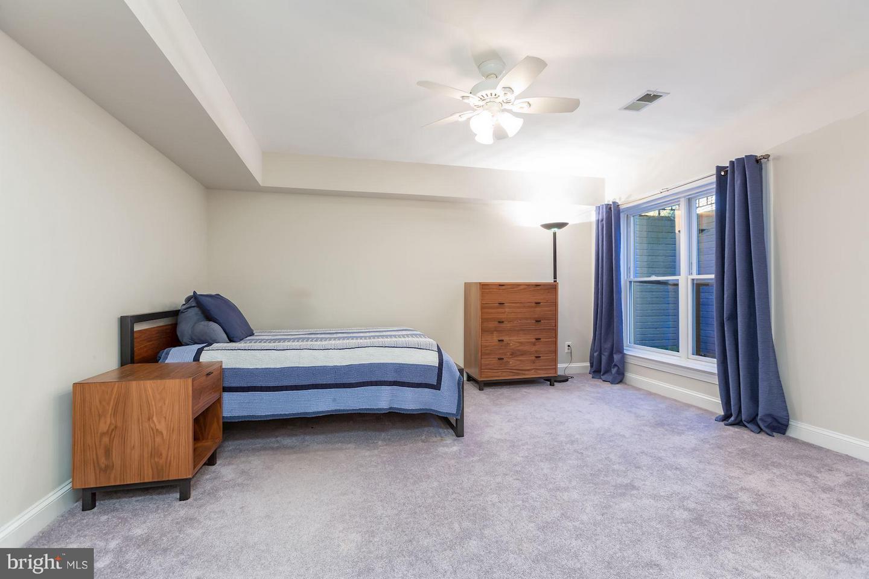 Additional photo for property listing at 5423 York Ln Bethesda, Maryland 20814 United States