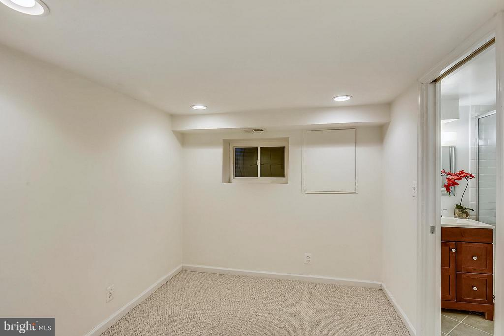 Den that is perfect for an office or guest room. - 3246 S UTAH ST, ARLINGTON