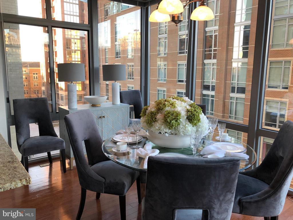 Bright and Airy Sunroom/Dining area - 11990 MARKET ST #405, RESTON