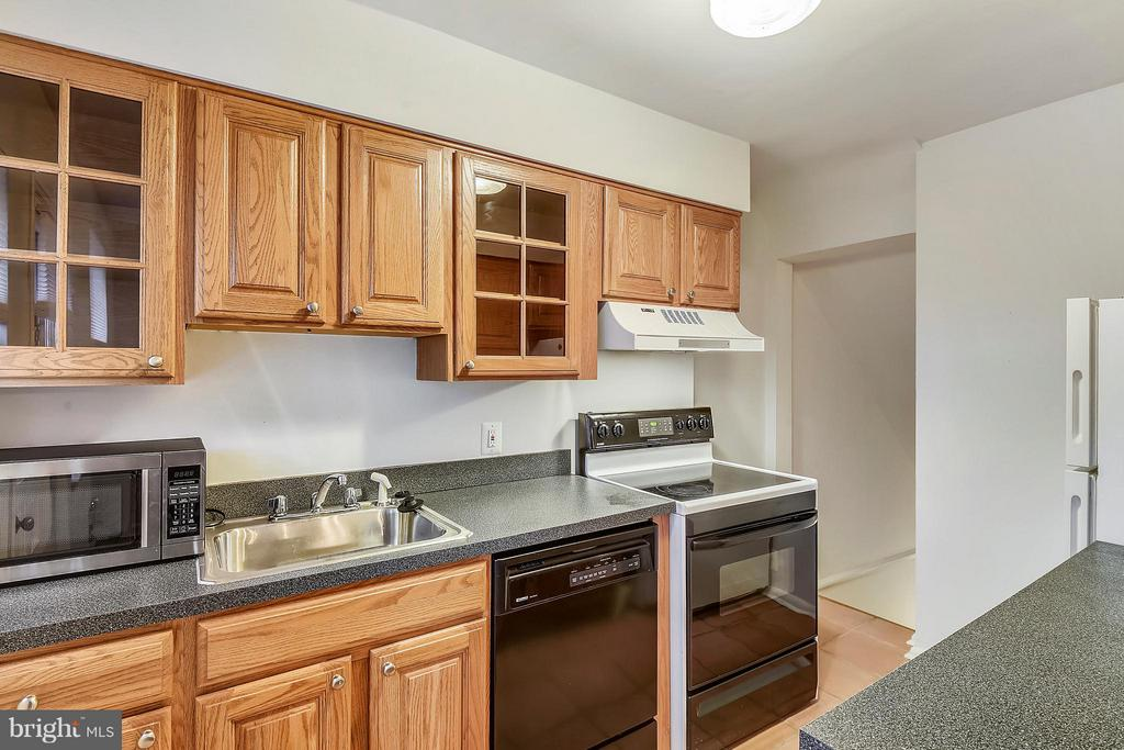Kitchen with generous counter & cabinet space. - 3246 S UTAH ST, ARLINGTON