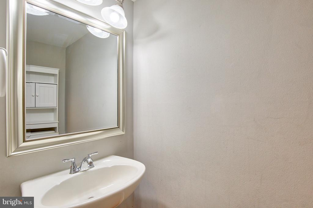 Main Level Powder Room - 2349 EMERALD HEIGHTS CT, RESTON