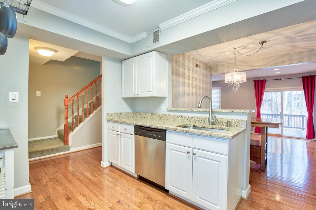- 2349 EMERALD HEIGHTS CT, RESTON