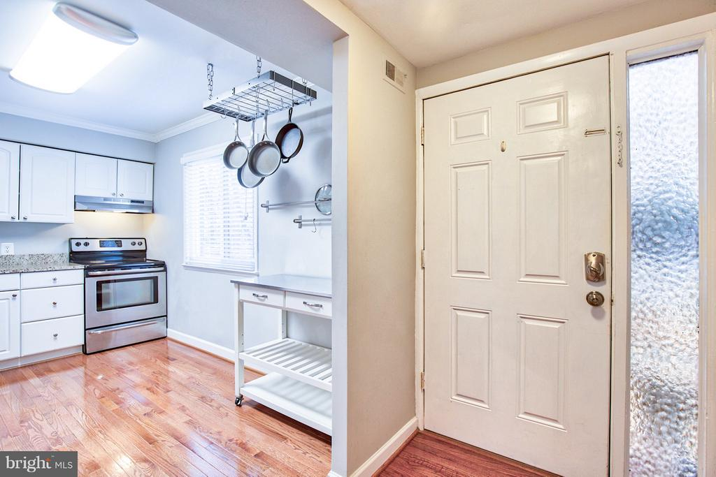 Updated kitchen with stainless steel appliances - 2349 EMERALD HEIGHTS CT, RESTON