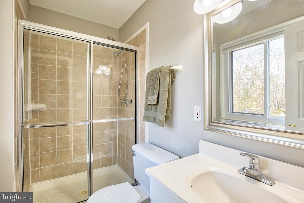 Master Bath - 2349 EMERALD HEIGHTS CT, RESTON