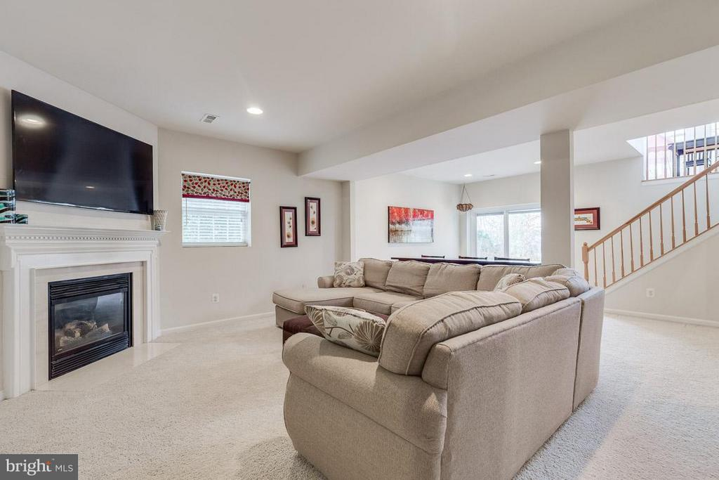 Full walk out basement great for entertaining. - 1644 CHICKASAW PL NE, LEESBURG