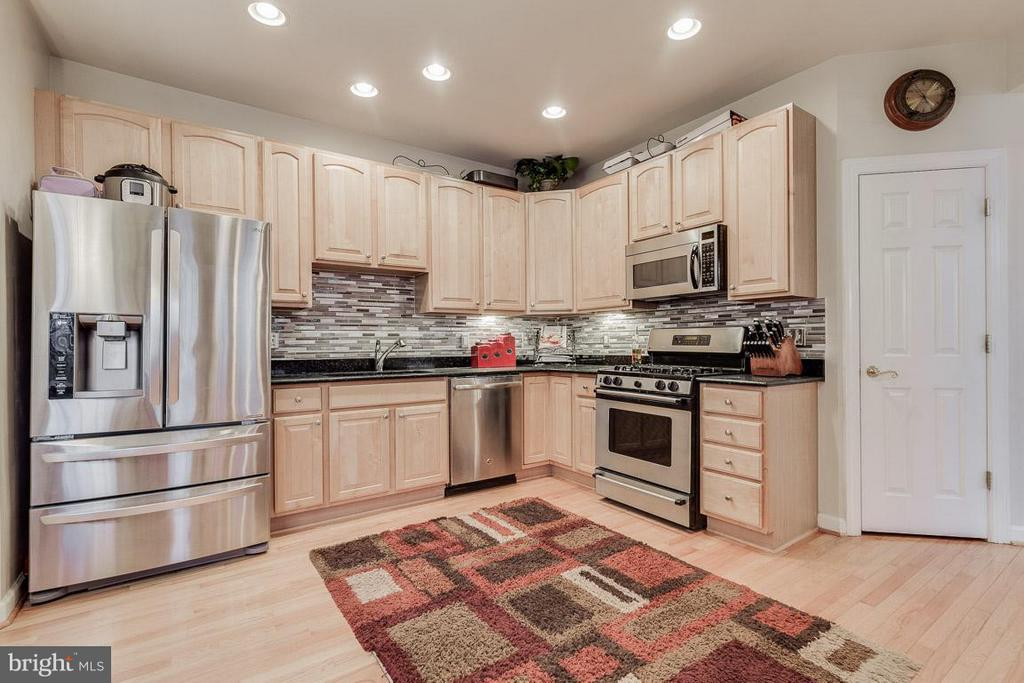 Stainless Steele Appliances  (Dishwasher new 2018) - 1644 CHICKASAW PL NE, LEESBURG