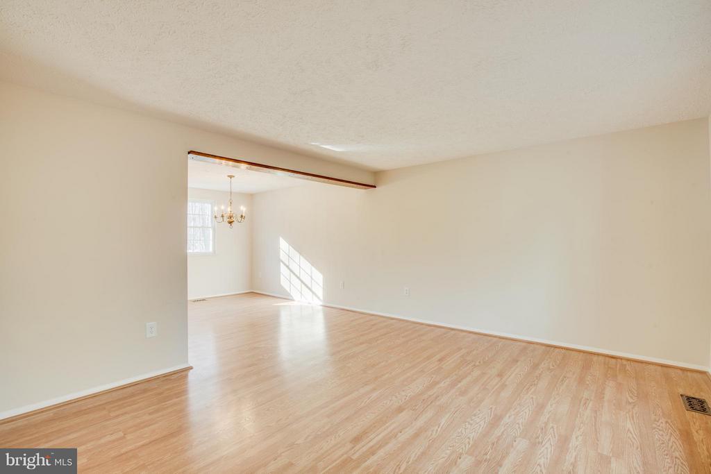 Separate Living  Room - 8137 RAPHIEL CT, MANASSAS