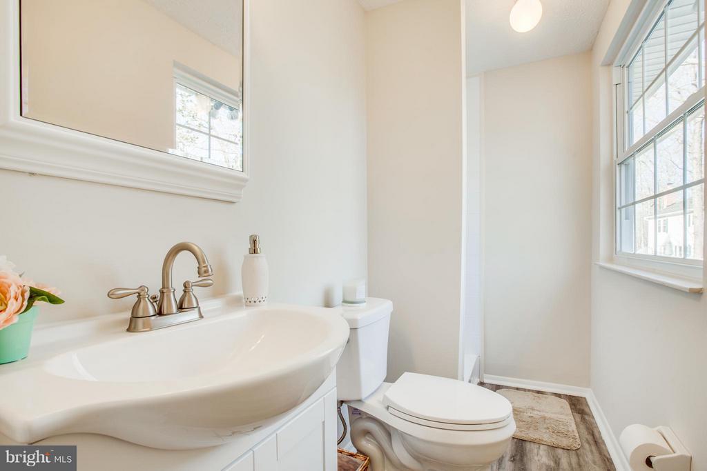En-Suite Master Bath With Shower - 8137 RAPHIEL CT, MANASSAS