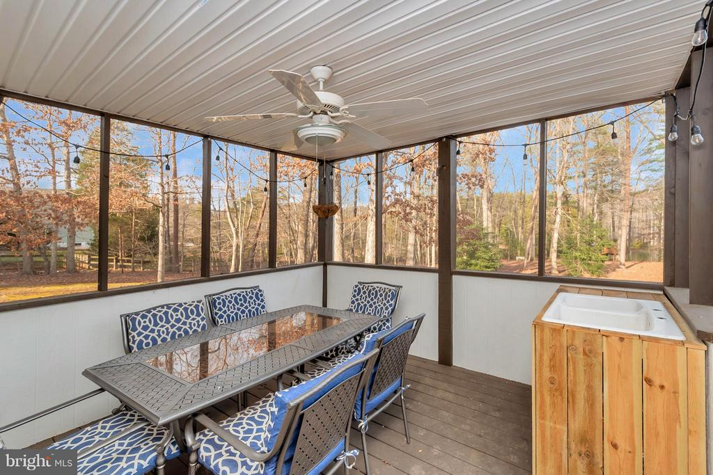 Covered Deck - 8115 DAVMAR LN, FREDERICKSBURG