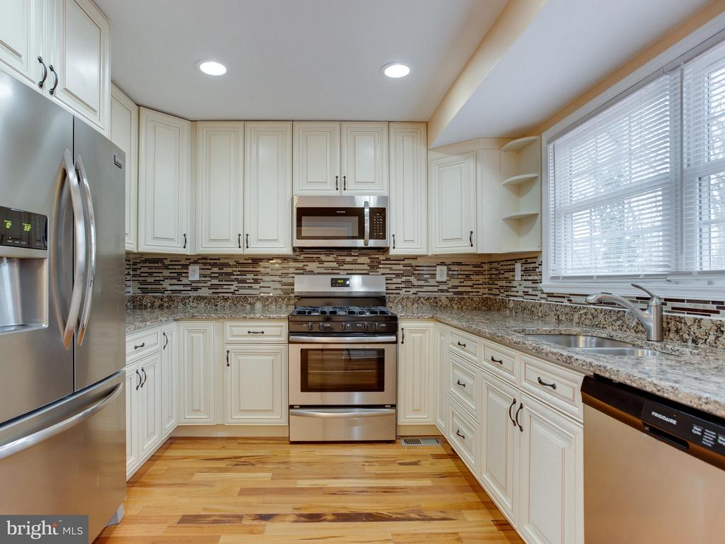 Kitchen - 4203 BLACKSNAKE DR, TEMPLE HILLS
