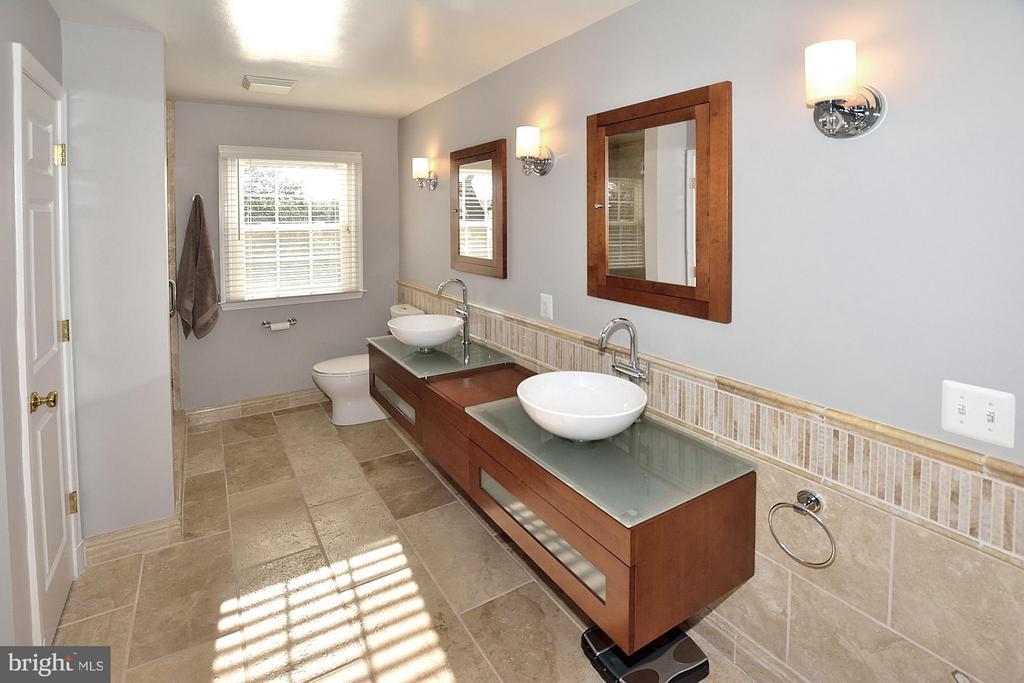 MASTER BATH - 1121 CLINCH RD, HERNDON