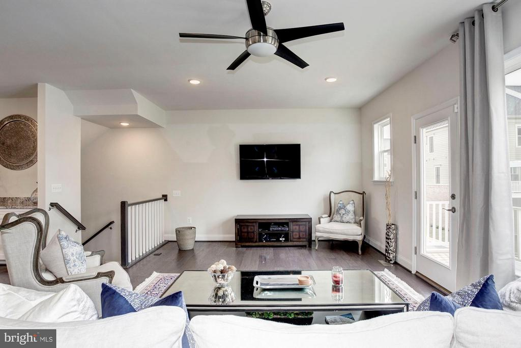 Lots of Natural Light - 1729 COTTONWOOD GROVE RD, DUMFRIES