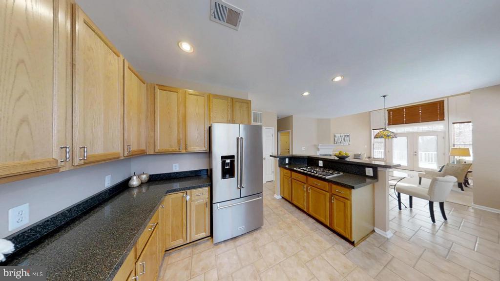 Upgraded Kitchen - 43205 EDGARTOWN ST, CHANTILLY