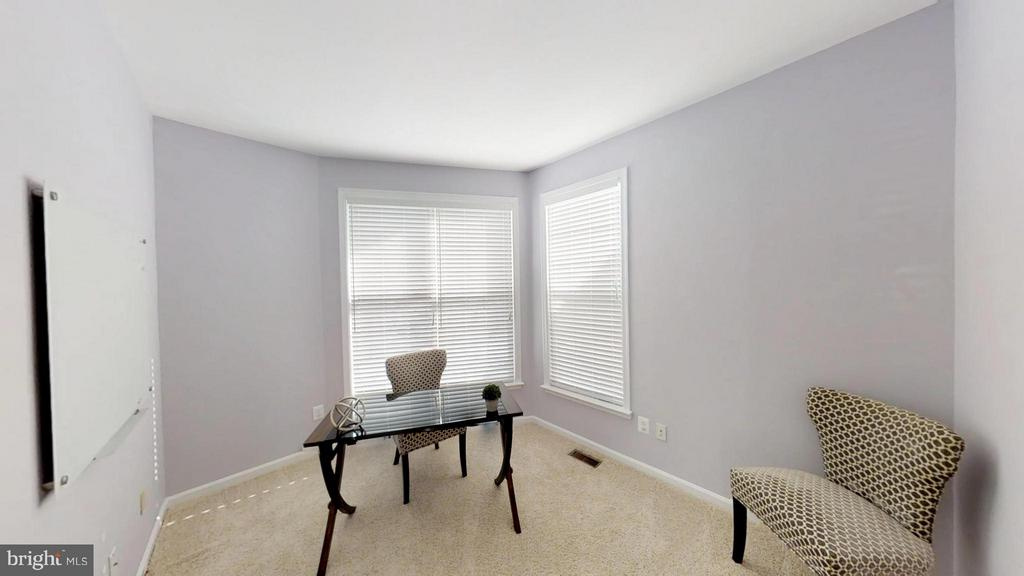 How About This Home Office - 43205 EDGARTOWN ST, CHANTILLY