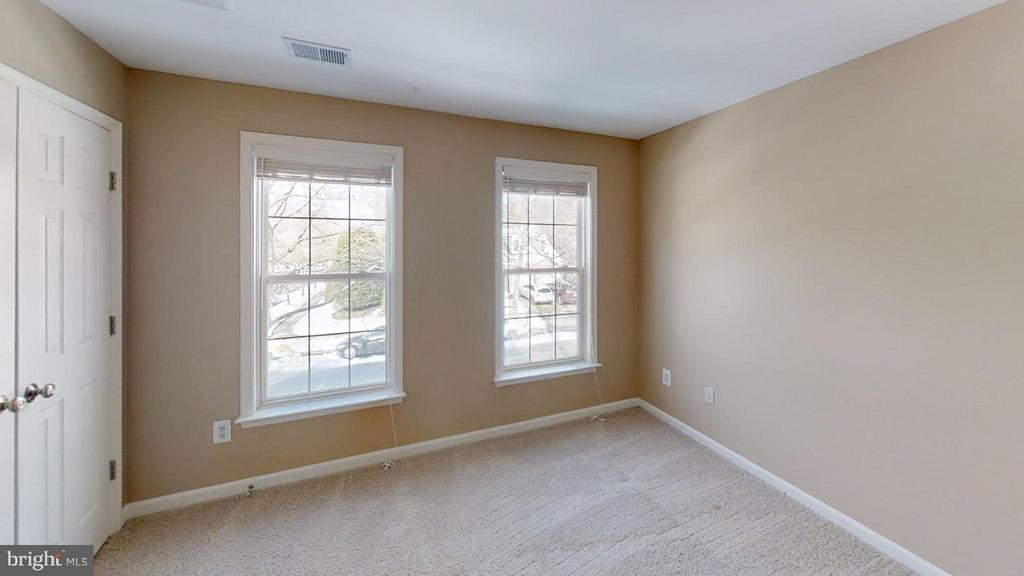 Ample Room to Grow - 43205 EDGARTOWN ST, CHANTILLY