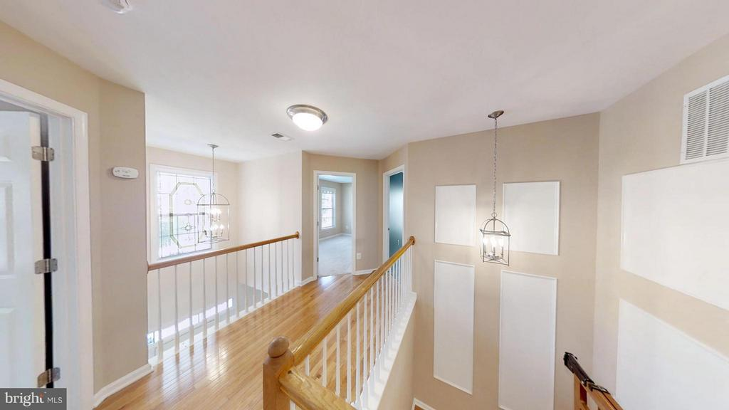 Neat, Clean Look - 43205 EDGARTOWN ST, CHANTILLY