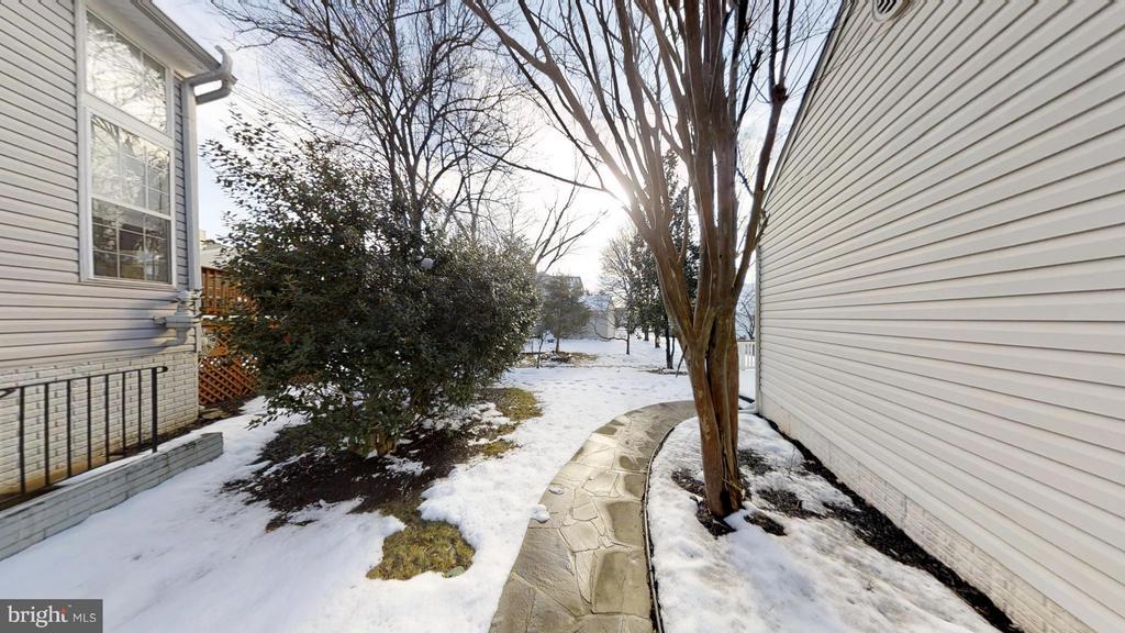Convenient Sidewalk To Back Yard - 43205 EDGARTOWN ST, CHANTILLY