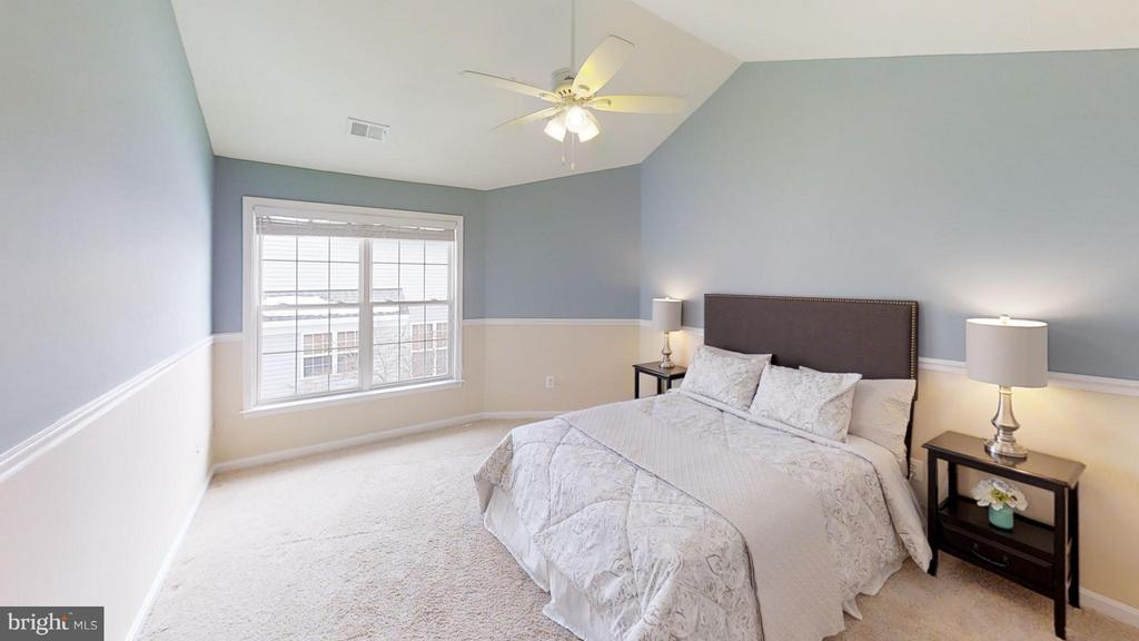 Light and Bright - 43205 EDGARTOWN ST, CHANTILLY