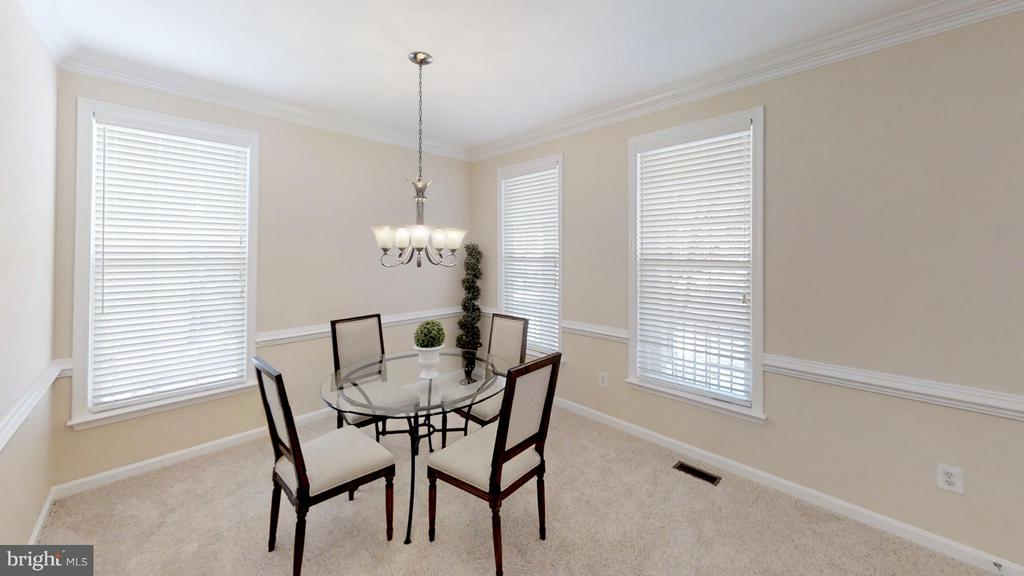 Formal Dining If You Choose - 43205 EDGARTOWN ST, CHANTILLY