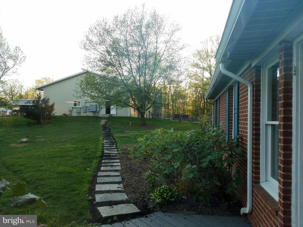 Walkway from house to barns - 16120 BARNESVILLE RD, BOYDS