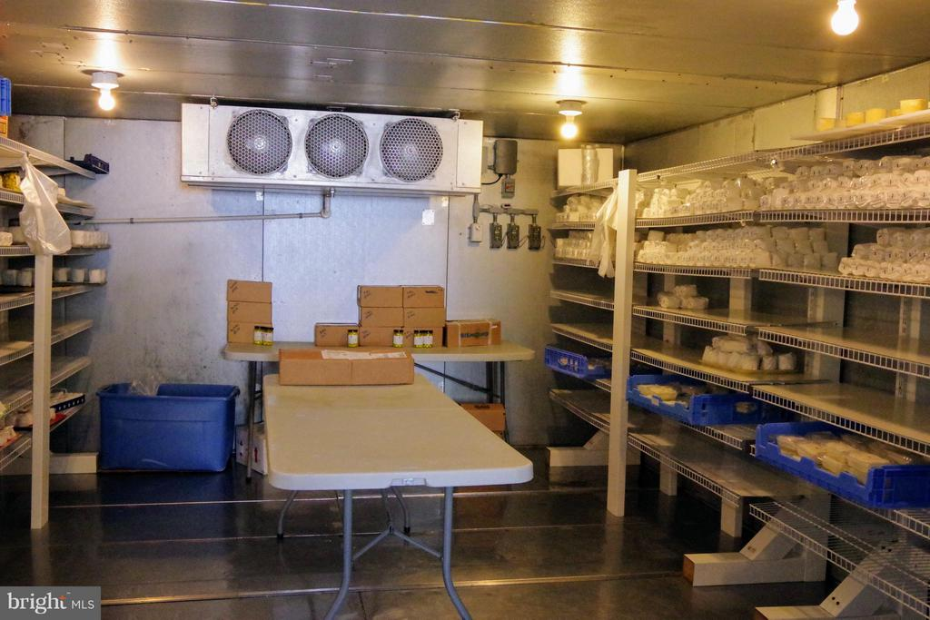 Controlled environment cheese storage - 16120 BARNESVILLE RD, BOYDS
