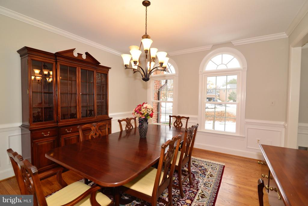 Crown Molding & Shadowboxes! - 14405 VIRGINIA CHASE CT, CENTREVILLE