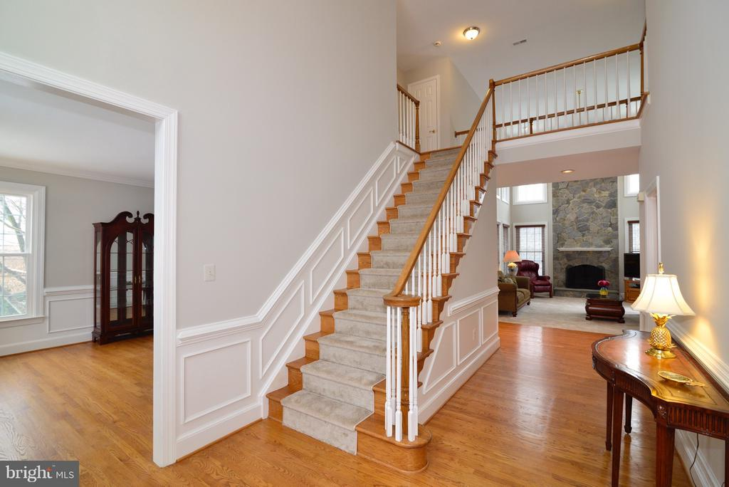 Beautiful Foyer - 14405 VIRGINIA CHASE CT, CENTREVILLE