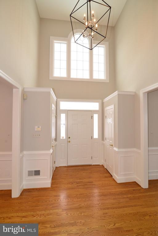 New Foyer Lighting - 14405 VIRGINIA CHASE CT, CENTREVILLE